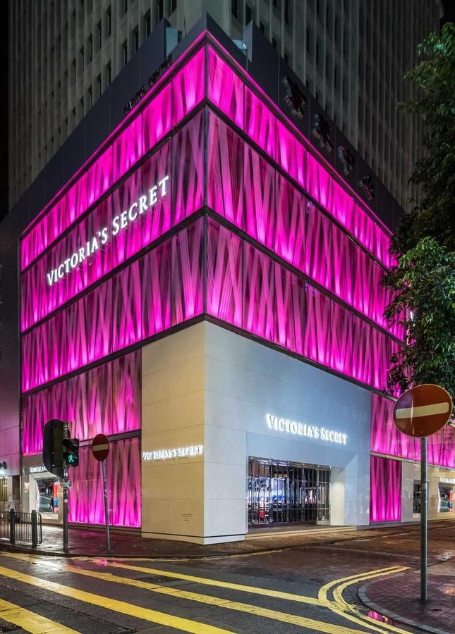 Hồng Kông suy thoái kinh tế trầm trọng, nhiều thương hiệu thời trang phải đóng cửa ảnh 3