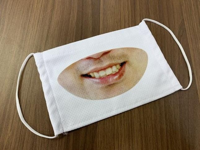 """Cửa hàng Nhật Bản in hẳn nụ cười lên khẩu trang nhân viên, khách muốn """"quạu"""" cũng không nỡ ảnh 4"""