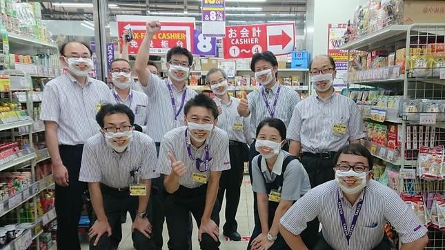 """Cửa hàng Nhật Bản in hẳn nụ cười lên khẩu trang nhân viên, khách muốn """"quạu"""" cũng không nỡ ảnh 9"""