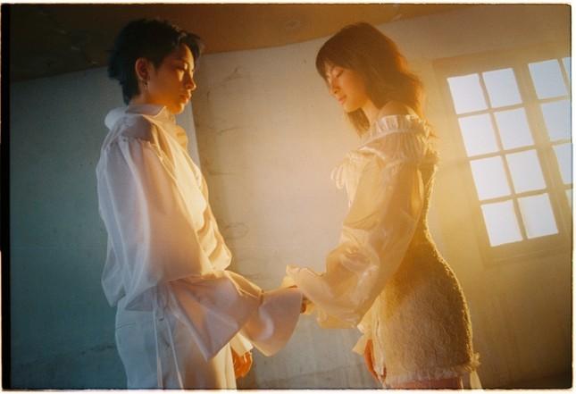 """MV mới của Gil Lê: Concept đã mắt, từng câu của bài hát như """"xoáy vào tim"""" hội thất tình ảnh 8"""