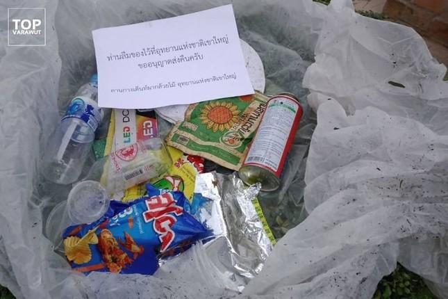 """Du khách xả rác bừa bãi, vườn Quốc gia ở Thái Lan gom rác """"gói mang về"""" tận nhà ảnh 1"""