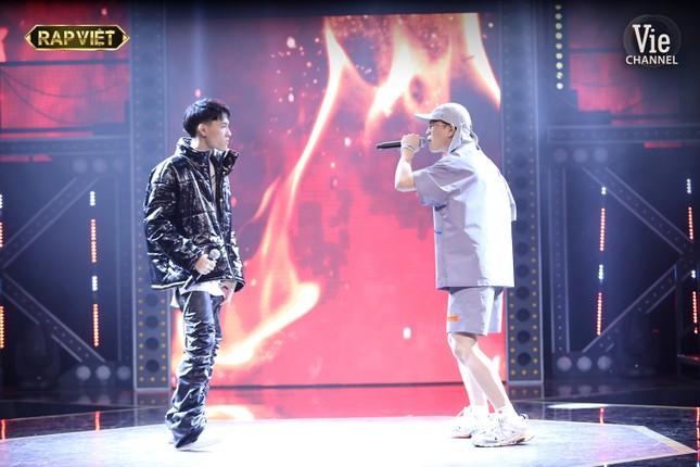 """""""Rap Việt"""": Tage - Gừng đối đầu nghẹt thở, Suboi nói gì trước nghi vấn thiên vị Tlinh? ảnh 4"""