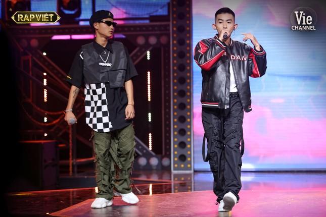 """""""Rap Việt"""": Tage - Gừng đối đầu nghẹt thở, Suboi nói gì trước nghi vấn thiên vị Tlinh? ảnh 8"""
