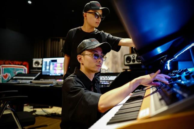 """Bộ tứ """"phù thủy âm nhạc"""" đứng sau thành công của hàng trăm tiết mục tại """"Rap Việt"""" ảnh 4"""