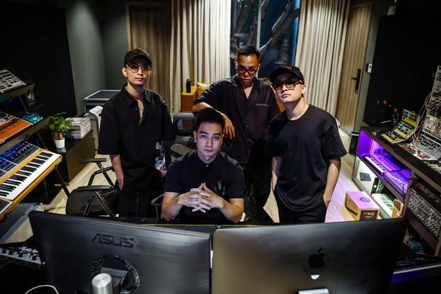 """Bộ tứ """"phù thủy âm nhạc"""" đứng sau thành công của hàng trăm tiết mục tại """"Rap Việt"""" ảnh 8"""