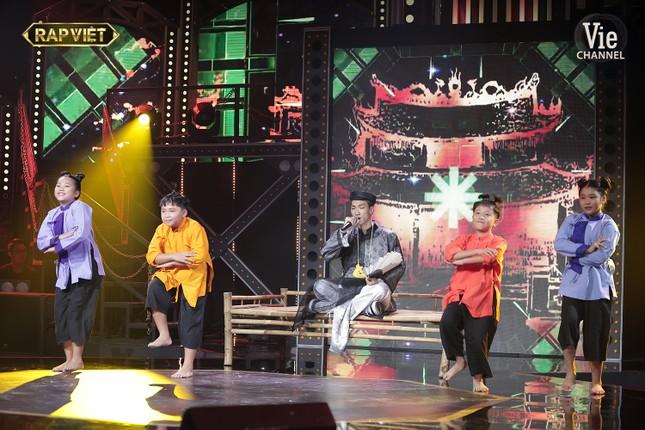 Ngang trái như Rap Việt: Tlinh lột xác nhưng vẫn mất suất vào Chung kết trước bạn trai ảnh 12