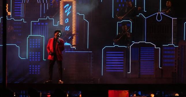 """Quá """"nhọ"""" cho The Weeknd: Chi 7 triệu đô diễn Super Bowl Halftime Show 2021 nhưng fan lại gọi tên Bruno Mars ảnh 4"""