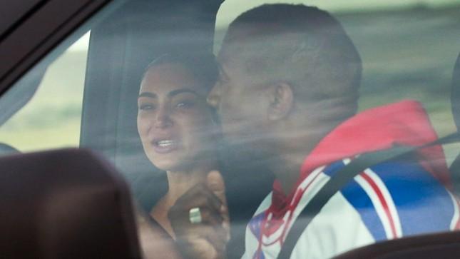 """Kim Kardashian đệ đơn ly hôn Kanye West, """"cung đàn vỡ đôi"""" sau 7 năm chung sống ảnh 3"""