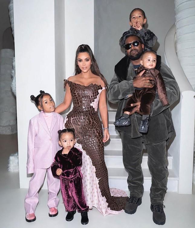 """Kim Kardashian đệ đơn ly hôn Kanye West, """"cung đàn vỡ đôi"""" sau 7 năm chung sống ảnh 2"""