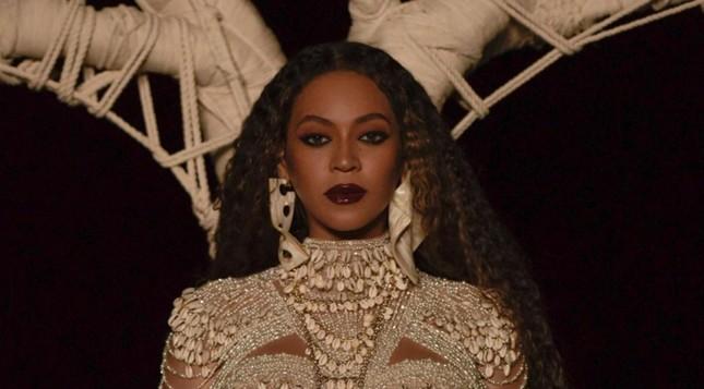 Beyoncé là nghệ sĩ thứ 2 sau Mariah Carey đạt được nhiều #1 liên tiếp trong 4 thập niên ảnh 2