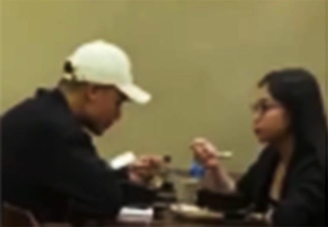 Trước 4 ngày giới thiệu bạn gái mới với bạn bè, Quang Hải vẫn đi ăn cùng Nhật Lê? ảnh 3