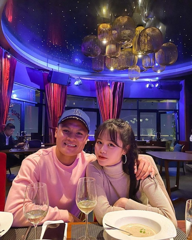 """Bạn gái mới Quang Hải gây """"choáng"""" vì gia thế giàu sang, là """"tay chơi"""" hàng hiệu kín tiếng ảnh 1"""