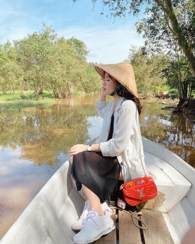 """Bạn gái mới Quang Hải gây """"choáng"""" vì gia thế giàu sang, là """"tay chơi"""" hàng hiệu kín tiếng ảnh 8"""
