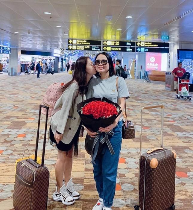 """Bạn gái mới Quang Hải gây """"choáng"""" vì gia thế giàu sang, là """"tay chơi"""" hàng hiệu kín tiếng ảnh 7"""