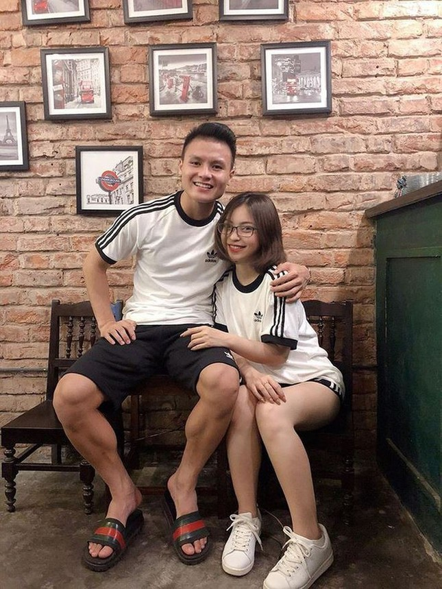 Dàn cầu thủ bóng đá Việt: Người liên tiếp vướng tin đồn hẹn hò, người hạnh phúc bên tổ ấm ảnh 2
