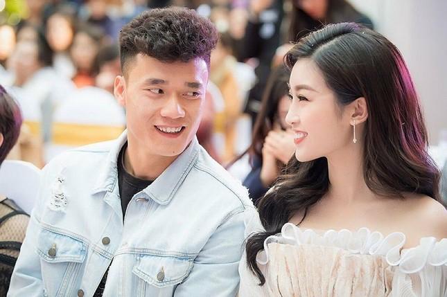 Dàn cầu thủ bóng đá Việt: Người liên tiếp vướng tin đồn hẹn hò, người hạnh phúc bên tổ ấm ảnh 3