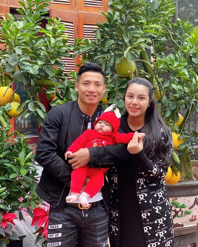 Dàn cầu thủ bóng đá Việt: Người liên tiếp vướng tin đồn hẹn hò, người hạnh phúc bên tổ ấm ảnh 6