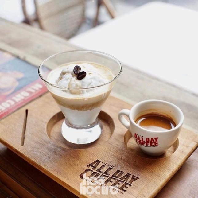 """Làn sóng đổ bộ của các quán cà phê """"Tây hóa"""" đang được giới trẻ Hà Nội """"thả tim"""" ảnh 2"""