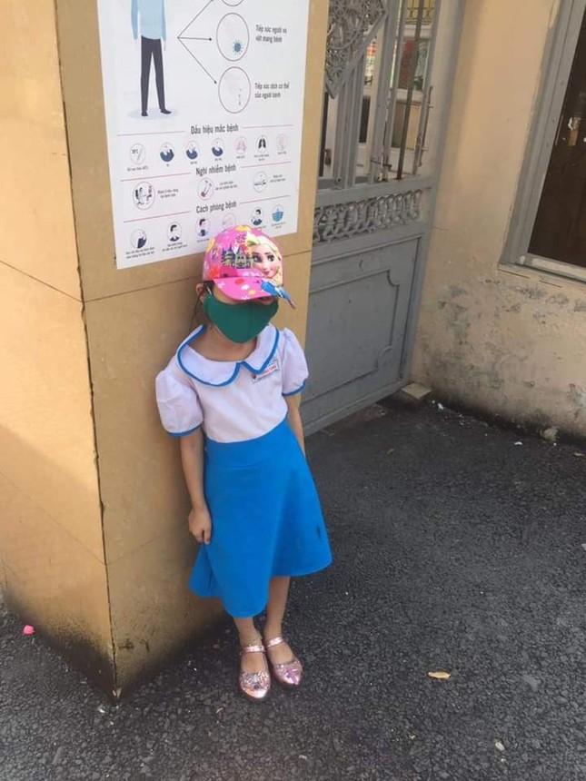 Học sinh bị cô giáo chụp ảnh phê bình vì đi học sớm khiến phụ huynh bức xúc ảnh 1