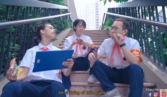 """Vụ học sinh bị đuổi khỏi trường giữa trưa nóng vì đến sớm: Sao đỏ """"quyền lực"""" như thế nào? ảnh 2"""
