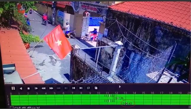 Dân mạng đặt dấu hỏi về những chi tiết trong clip tố bà mẹ dàn dựng, nhà trường lên tiếng ảnh 3