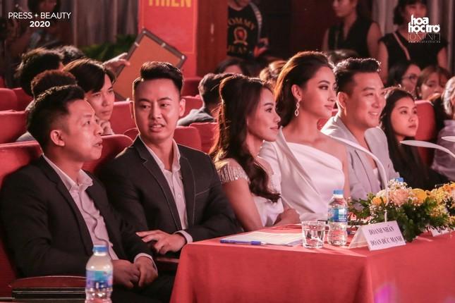"""Chung kết """"Press Beauty"""": Sinh viên lớp Xã hội học trở thành Hoa khôi Báo chí 2020 ảnh 1"""