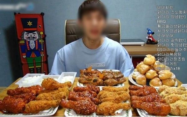 Mukbanger Trung Quốc tử vong sau nửa năm làm nghề do ăn quá nhiều đồ dầu mỡ ảnh 1