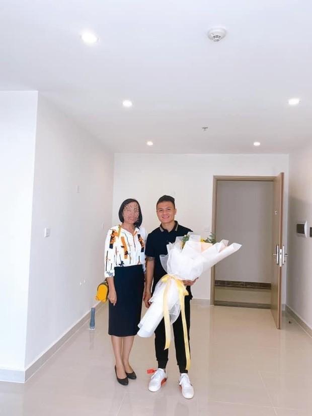 Cầu thủ Quang Hải mua nhà mới, trở thành hàng xóm với vợ chồng Đông Nhi - Ông Cao Thắng ảnh 2