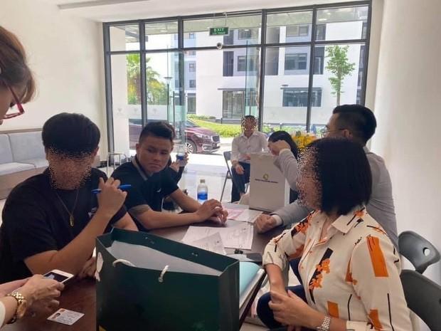Cầu thủ Quang Hải mua nhà mới, trở thành hàng xóm với vợ chồng Đông Nhi - Ông Cao Thắng ảnh 1