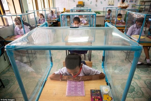 Đến trường an toàn: Học sinh Thái Lan học và chơi trong buồng giãn cách xã hội ảnh 6