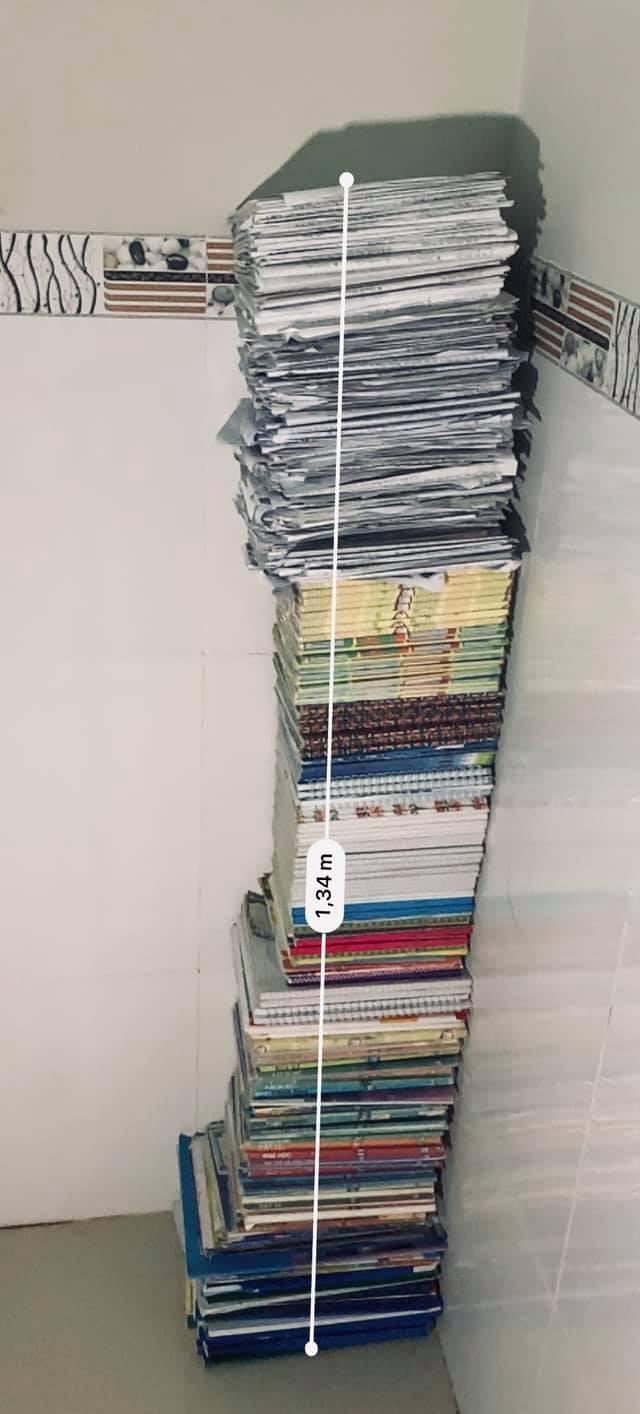 """""""Trend"""" mới của hội sĩ tử hậu mùa thi: """"Đọ"""" cân nặng của sách vở, tài liệu, đề luyện thi ảnh 4"""