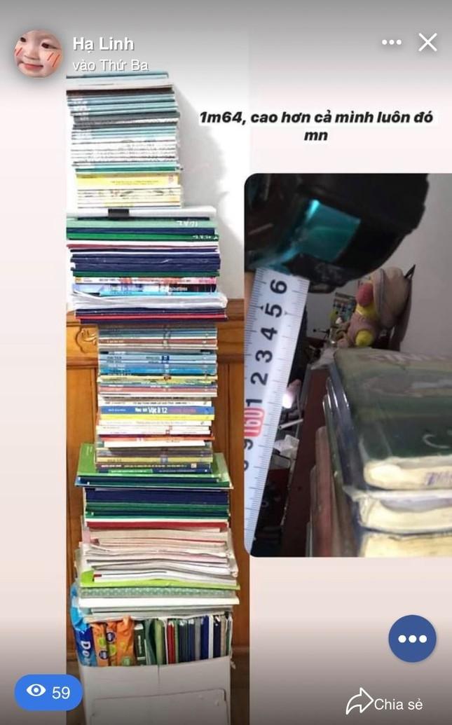 """""""Trend"""" mới của hội sĩ tử hậu mùa thi: """"Đọ"""" cân nặng của sách vở, tài liệu, đề luyện thi ảnh 5"""
