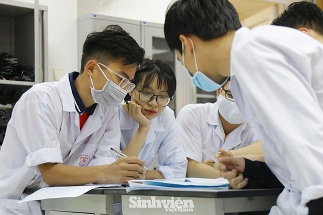 Điểm chuẩn dự kiến năm 2020 của Đại học Y Hà Nội: 28 điểm/ 3 môn vẫn có thể trượt! ảnh 1