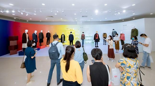"""Hà Nội: """"Đả nữ"""" Ngô Thanh Vân, vợ chồng Trang Lou - Tùng Sơn tham dự triển lãm thời trang ảnh 1"""