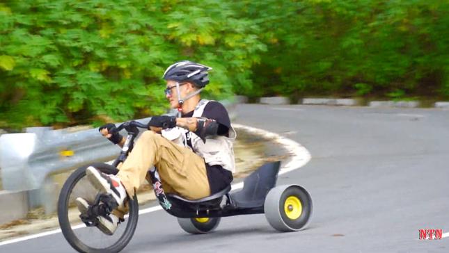 """YouTuber NTN thả dốc mạo hiểm bằng xe cút kít từ đỉnh núi có nhiều khúc cua """"tử thần"""" ảnh 5"""