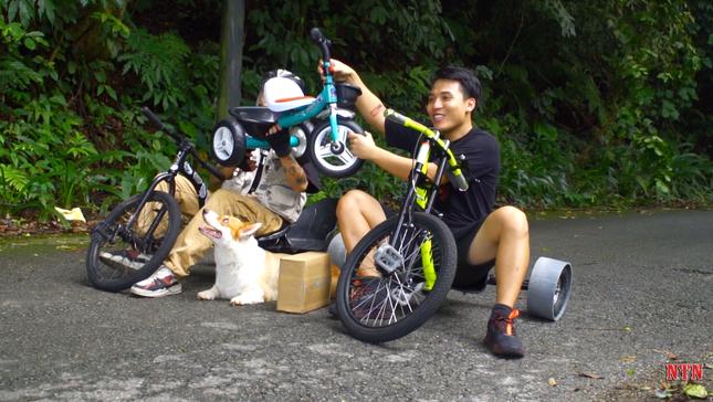 """YouTuber NTN thả dốc mạo hiểm bằng xe cút kít từ đỉnh núi có nhiều khúc cua """"tử thần"""" ảnh 2"""