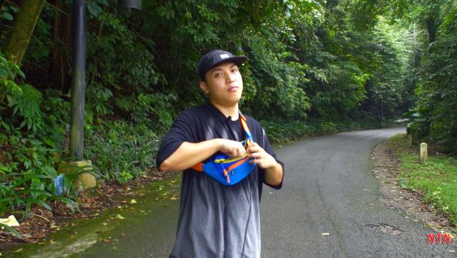 """YouTuber NTN thả dốc mạo hiểm bằng xe cút kít từ đỉnh núi có nhiều khúc cua """"tử thần"""" ảnh 1"""