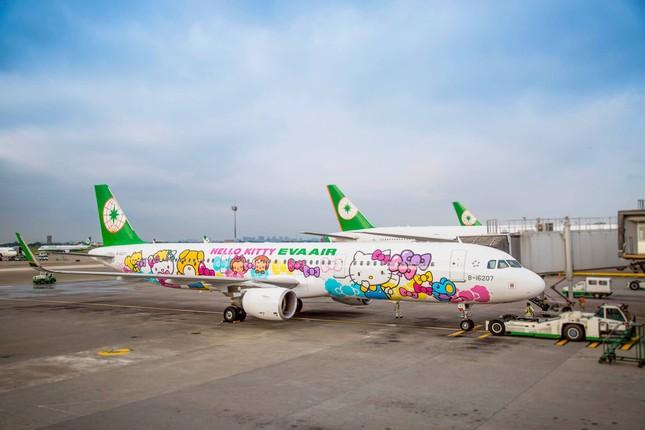 """Mùa dịch COVID-19, nhiều hãng hàng không mở các chuyến bay """"không điểm đến"""" ảnh 1"""