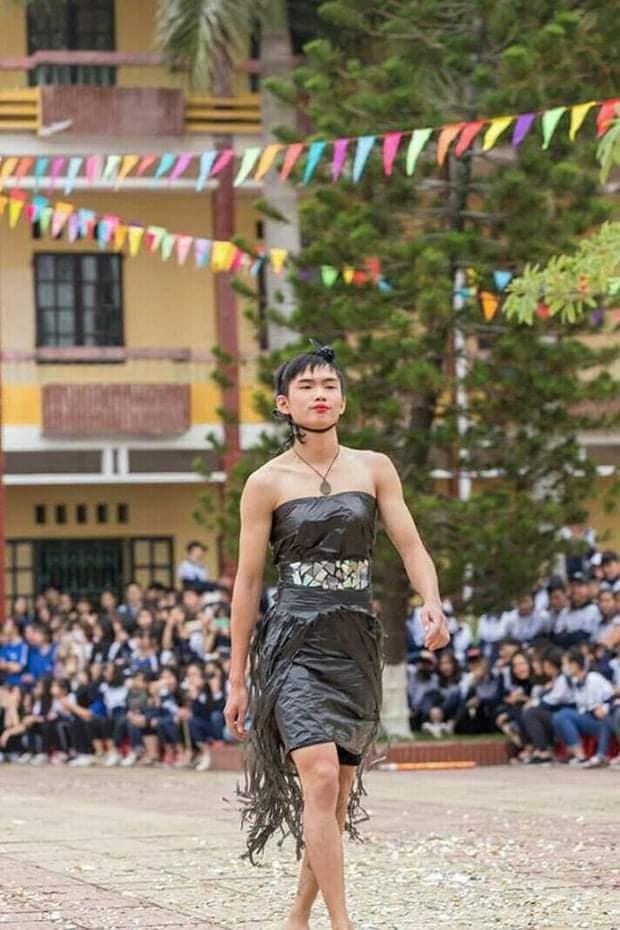 """Khi trường học trở thành """"sàn diễn thời trang"""": Teen diện trang phục siêu độc đáo ảnh 5"""