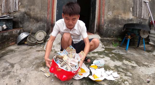"""Con trai Bà Tân Vlog lại tiếp tục bị dân mạng chỉ trích vì làm clip """"lấy cắp tiền heo đất"""" ảnh 4"""