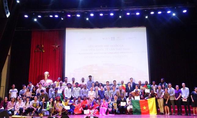 Sinh viên ĐHQG Hà Nội háo hức chờ đợi Liên hoan hát Quốc ca sinh viên Quốc tế lần II ảnh 1