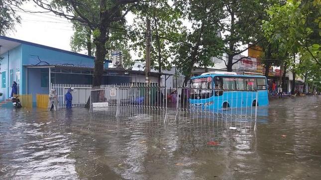 Trước tình hình mưa bão, hơn 70 trường tại Kiên Giang phải cho học sinh nghỉ học ảnh 1