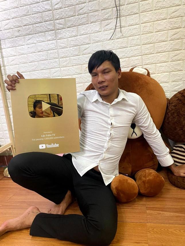 """Kênh YouTube hàng triệu lượt theo dõi của """"phụ hồ hot nhất Việt Nam"""" sắp bị xóa sổ? ảnh 5"""