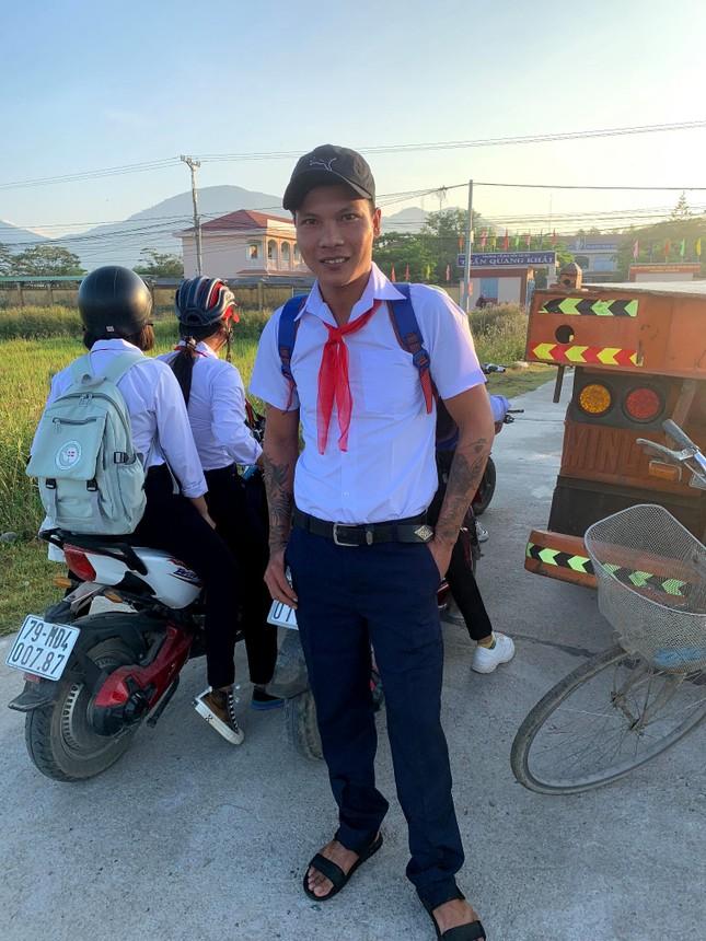 """Kênh YouTube hàng triệu lượt theo dõi của """"phụ hồ hot nhất Việt Nam"""" sắp bị xóa sổ? ảnh 3"""