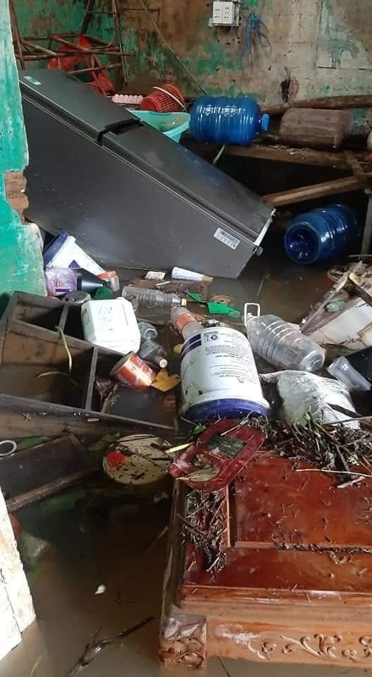 Xót xa với hình ảnh nhà cửa tan hoang, đồ đạc bám bùn ở Quảng Bình sau khi nước lũ rút ảnh 4