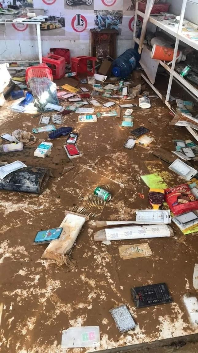 Xót xa với hình ảnh nhà cửa tan hoang, đồ đạc bám bùn ở Quảng Bình sau khi nước lũ rút ảnh 5
