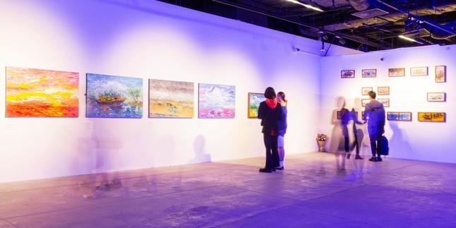 """Triển lãm """"Biển sống"""": Không gian nghệ thuật kì ảo mang vẻ đẹp của biển dành cho giới trẻ ảnh 1"""
