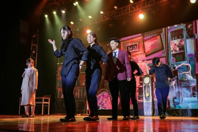 """Lạc vào giữa 2 thế giới thực ảo trong vở nhạc kịch """"Reverie the Musical"""" của các Amsers ảnh 4"""