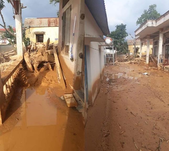 Trường học ở Quảng Trị ngập trong bùn đất dày 1m, học sinh không thể đến trường gần 3 tuần ảnh 4