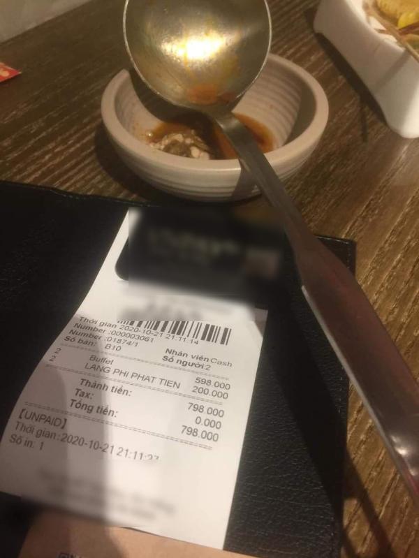 """Quản lý nhà hàng buffet phạt khách 200K vì để thừa rau """"tố"""" khách hàng diễn vai nạn nhân ảnh 1"""